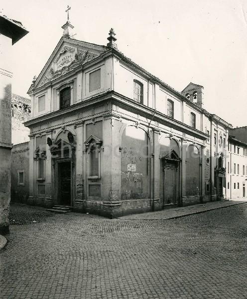 """Illustrazione num. 78: """"La bellissima chiesa settecentesca di S. Michele Arcangelo addossata alle mura del """"Corridore"""", com'era""""."""