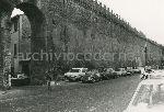 """Illustrazione num. 81: """"Com'erano le mura del """"Corridore""""in Borgo S. Angelo e come sono stae ridotte, dopo la demnolizione di tutte le basse case spesso di impianto medievale che si addossavano ad esse""""."""